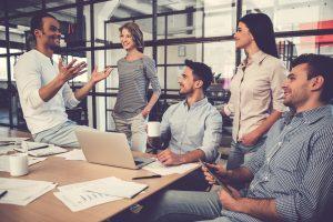 Các thành viên trong phần mềm quản lý dự án giao tiếp để phối hợp nhịp nhàng