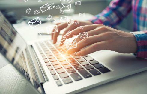 email khách hàng